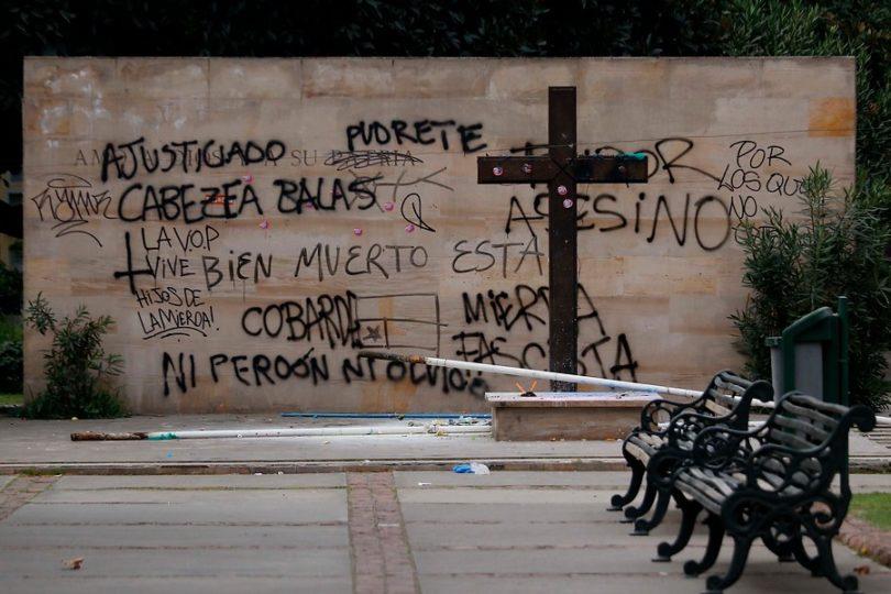 """""""No podemos aceptar que la violencia se apodere de nuestro país"""": UDI presenta querella por atentado a mausoleo de Jaime Guzmán"""