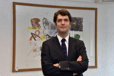 Superintendente de Educación que lanzó frases para el bronce contra la gratuidad postuló para estudiar gratis en EE.UU.