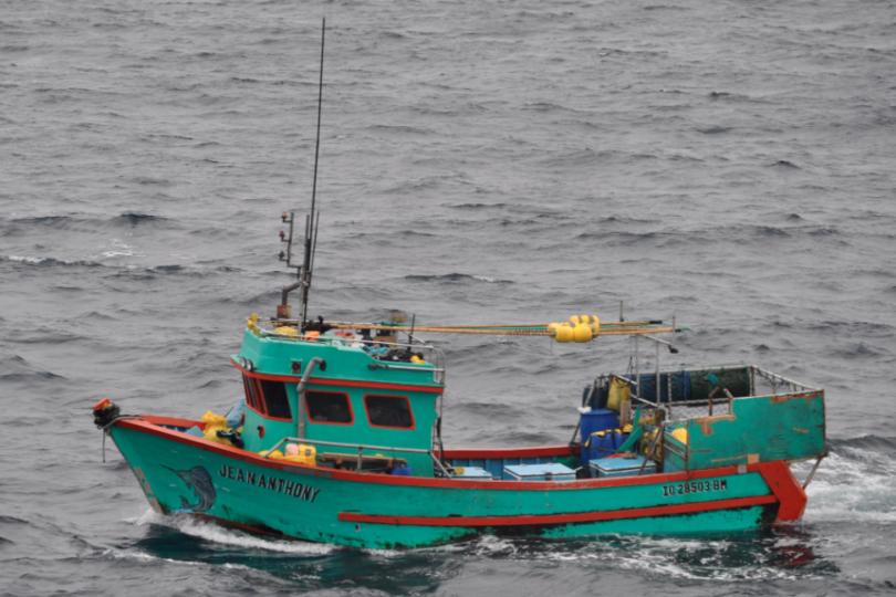 Capturan embarcación peruana por pescar en aguas del norte país sin permiso