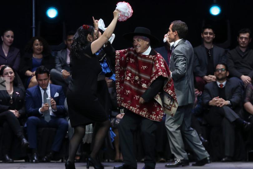 Karla Rubilar responde en Twitter a las cientos de burlas por su pie de cueca junto a Sebastián Piñera