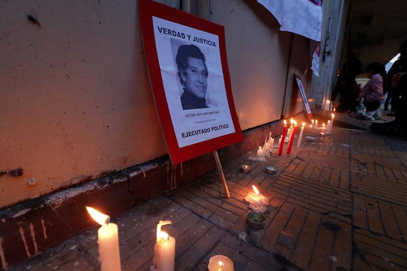 FOTOS | Realizan velatón a 45 años del asesinato de Victor Jara