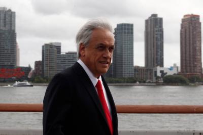 """""""Se expone al ridículo"""" y otras palabras de Matías del Río por la banderita de Piñera a Donald Trump"""