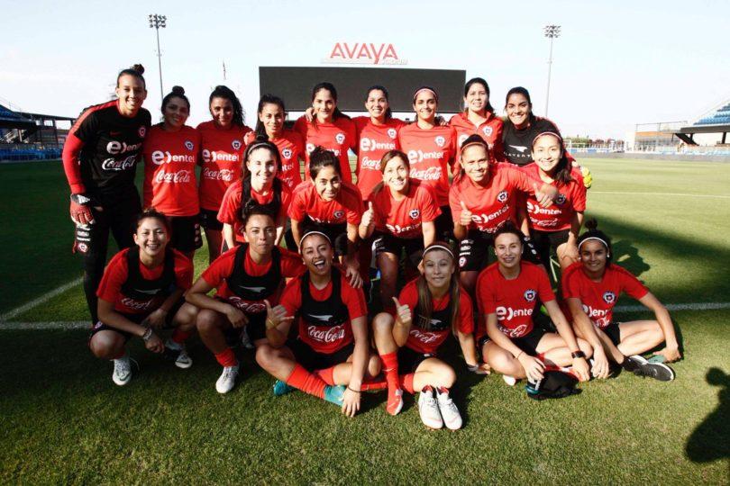 """""""Hoy Tiane Endler juega Champions y ni un canal lo dice"""": jugadora de la Roja le para los carros a la TV chilena"""