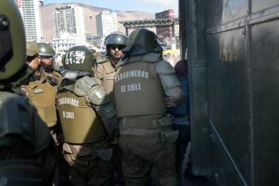 Carabineros detiene a individuo por piedrazo contra vehículo de Piñera en Iquique