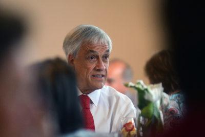 """Piñera se queja de las críticas a sus chistes: """"Ahora no le puede decir nada a nadie (…) lo de la minifalda es inocente"""""""