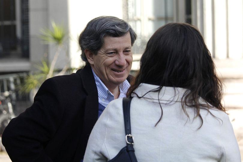 Director de Arquitectura UC le dedica un par de verdades a Gonzalo Rojas por columna sobre violaciones a los DD.HH.