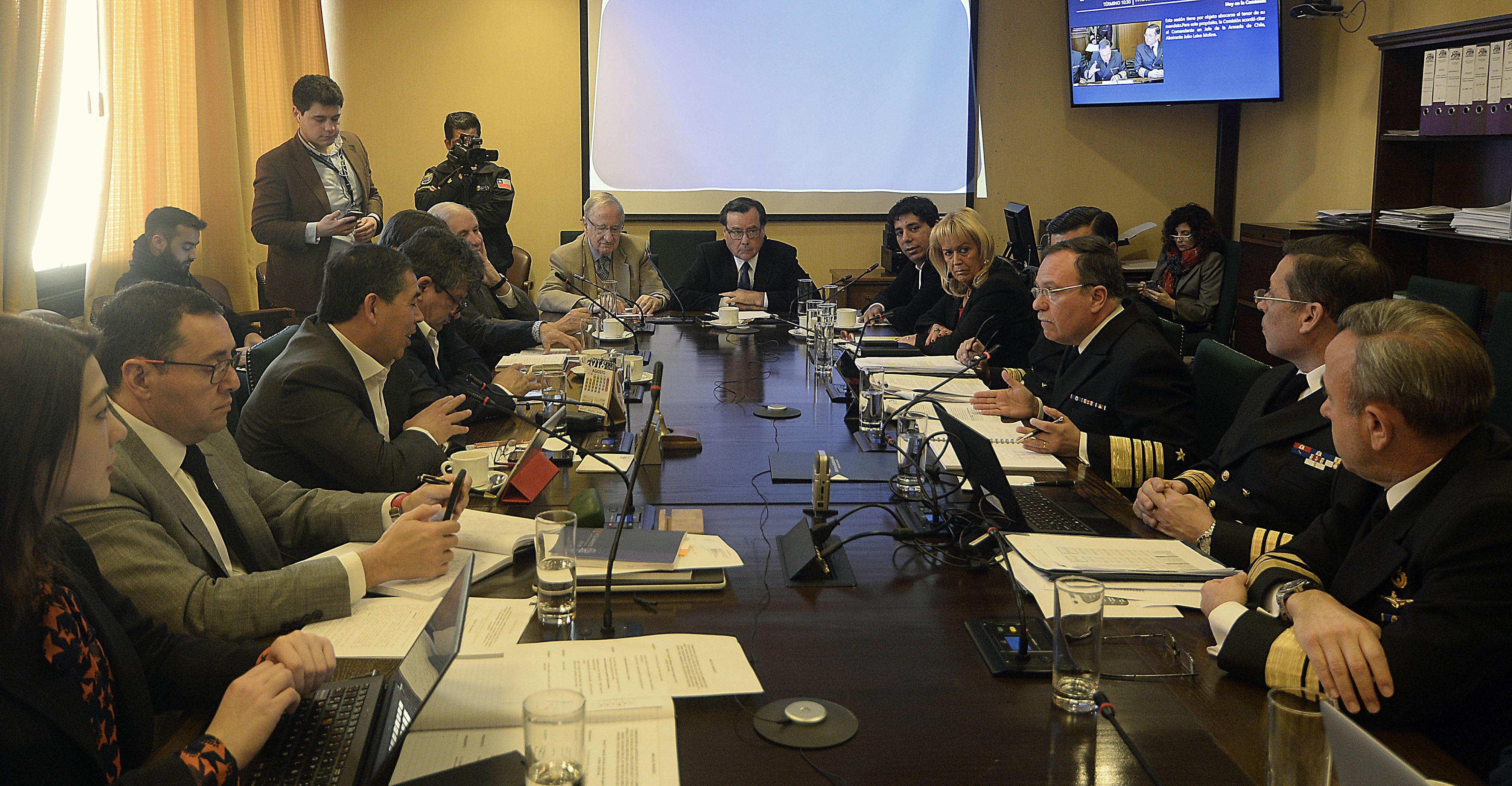 """""""Diputados cuestionan privilegios por casas de FF.AA. y Carabineros:"""