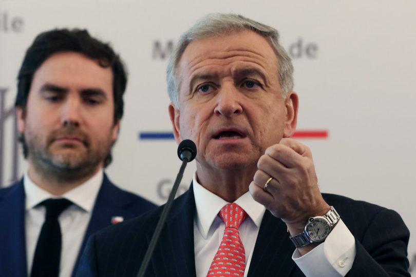 Fiscalía pide sobreseer a ministro Felipe Larraín por viaje a Harvard: hecho no es constitutivo de delito