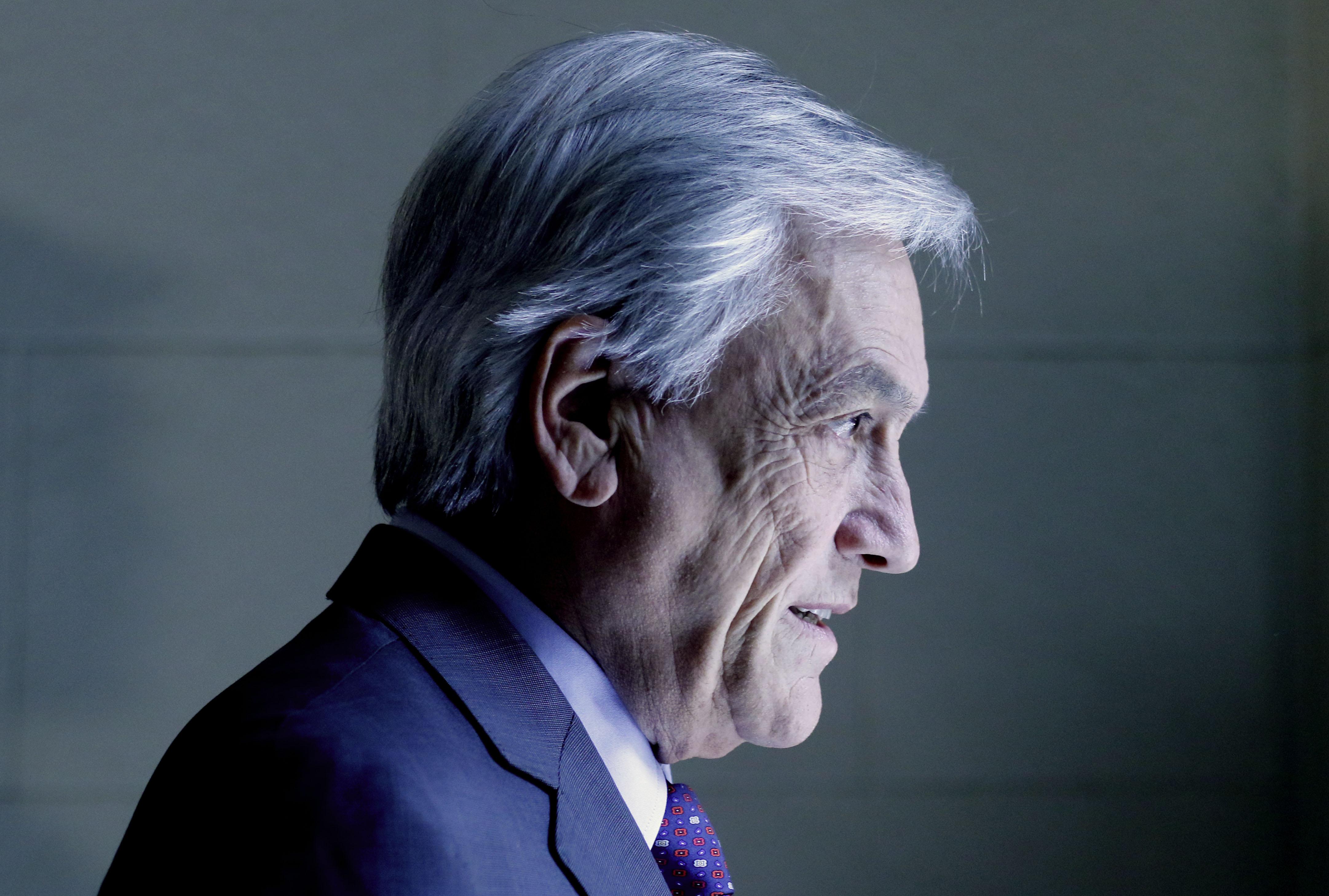 """El día en que Piñera trató de """"irresponsable"""" al nuevo Nobel de Economía tras polémica por cifras en Gobierno de Bachelet"""