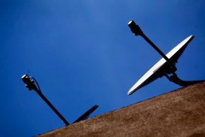 """Multas de hasta 50 millones: Senado aprueba ley que combate a la """"TV pirata"""""""
