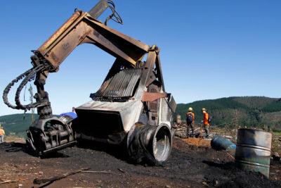 Cuatro máquinas de empresa forestal destruidas en ataque incendiario en Carahue