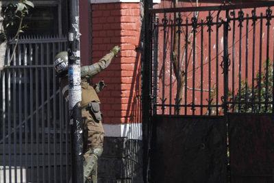 Cuatro alumnos del Liceo Barros Borgoño detenidos en incidentes con bombas molotov