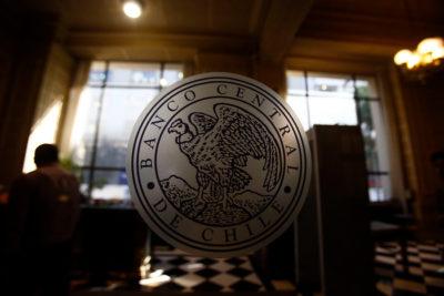 Bancos muestran menos restricciones para dar créditos a hogares y empresas
