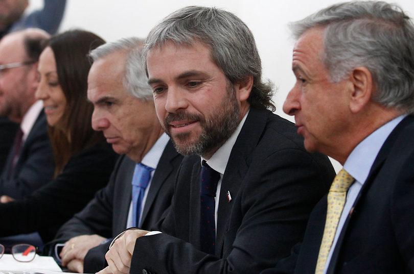 """Blumel quiere apagar polémica por apoyo de Piñera a Bolsonaro: """"El Presidente tiene trayectoria intachable en DD.HH."""""""