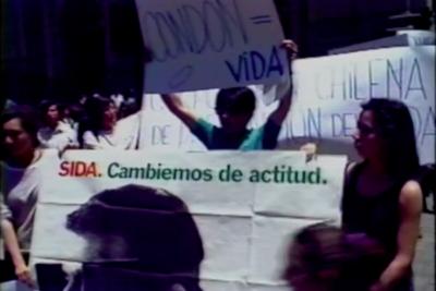 Exposición reflexiona sobre el panorama del VIH/Sida en Chile y ofrece test rápidos a comunidad LGTBIAQ+