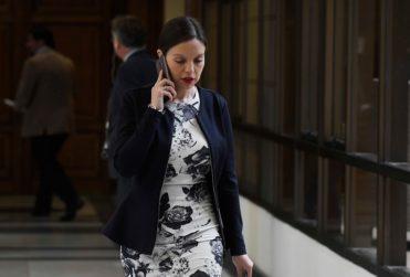 Exchofer de diputada Camila Flores denuncia malos tratos: tercero que renuncia en ocho meses