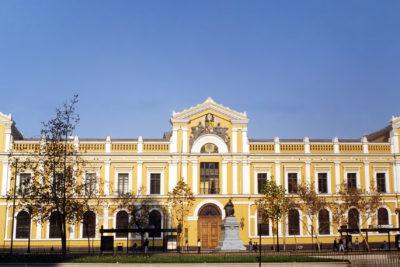 Universidad de Chile advierte por filtración de datos tras hackeo a cuentas de Google
