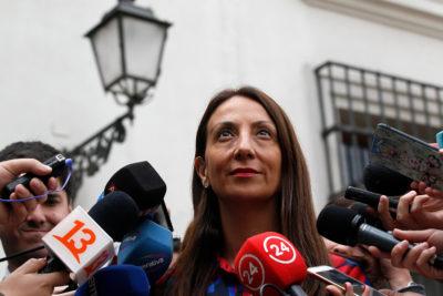 """""""Cerrar un canal porque le dijeron fea"""": Cony Lewin repasa a Cecilia Pérez por defender a Piñera en polémica de la minifalda"""