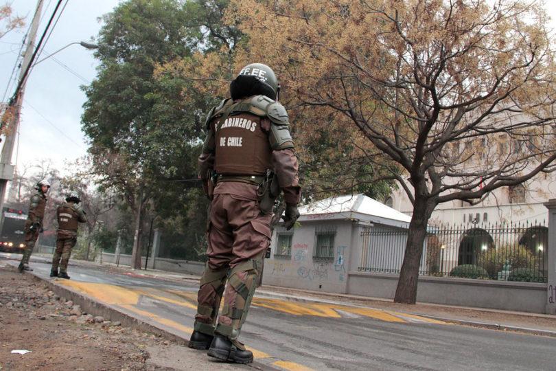 Nuevos incidentes en el INBA: encapuchados arrojan molotovs a la calle