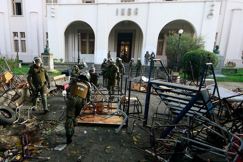 Apoderados del INBA acusaron utilización política por agresión a carabinero