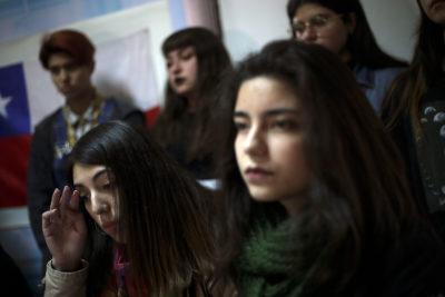 Apoderados de Liceo 1 Javiera Carrera rechazan denuncias del Gobierno