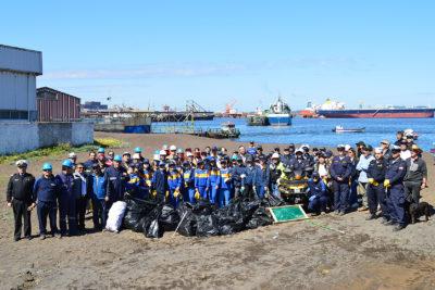 Estudiantes recolectan 300 kilos de basura en Caleta Infiernillo de Talcahuano