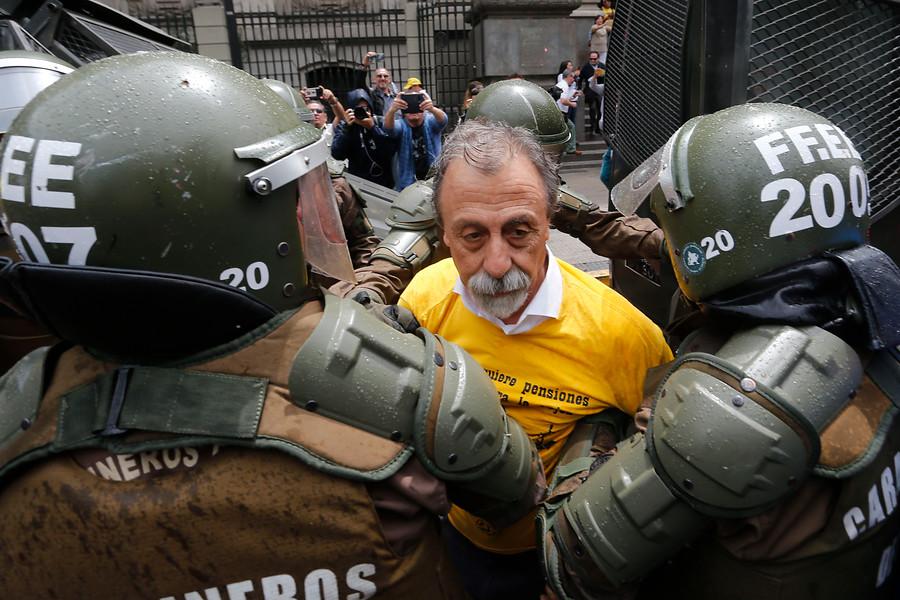 """""""FOTOS  Así fue la detención de Luis Mesina en manifestación No   AFP"""""""