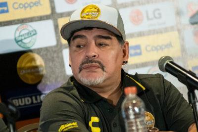 """Diego Maradona no quiere ver sufrir a Messi: """"Le diría que no venga más a la selección"""""""