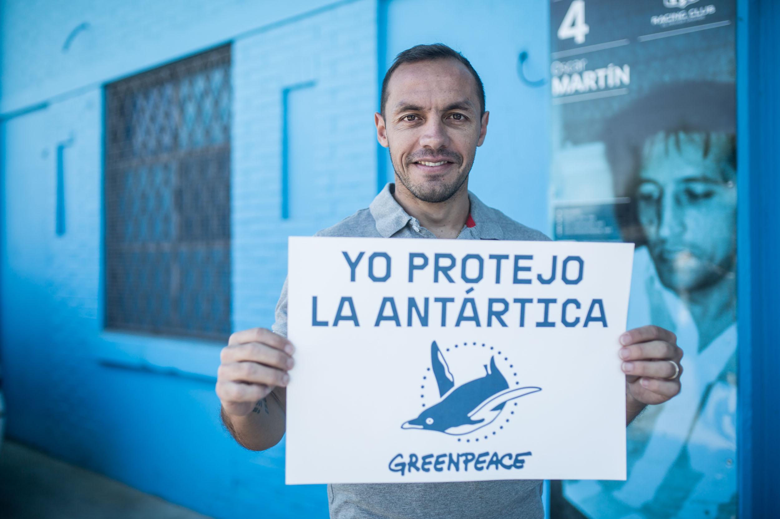 Marcelo Díaz se suma a campaña para crear santuario en la Antártica, el más grande del mundo