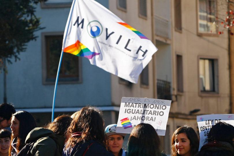 Movilh envía mensaje a gays de Brasil y anuncia protesta contra Bolsonaro en su visita Chile