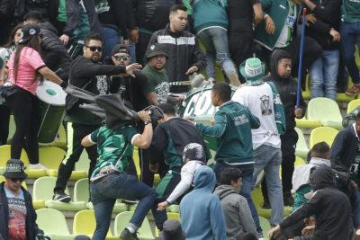 FOTOS | Cuchillazos en medio de niños: brutales imágenes de la batalla protagonizada por hinchas de Santiago Wanderers