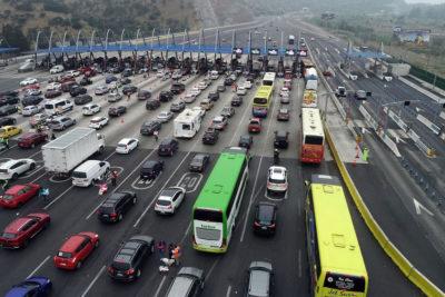 MOP proyecta que 362 mil vehículos salgan de la capital por fin de semana largo
