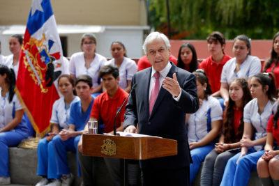 """Aula Segura: Piñera llamó a parlamentarios a """"demostrar de qué lado están"""""""