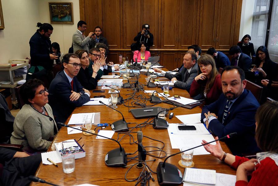 Aula Segura: comisión votará proyecto solo en general y retrasaría tramitación