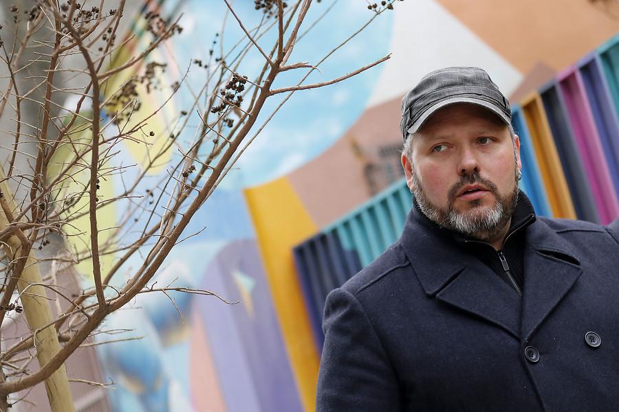 Sebastián Dávalos presenta obra en Buenos Aires bajo el seudónimo Diezzel Kunst