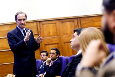 Ministro Larraín rechaza despenalizar eutanasia y aborto libre en nuevo Código Penal