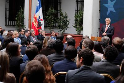"""Carlos Peña acusa a Piñera de """"falsificar la historia"""" y critica a la derecha por celebrar el plebiscito: """"Es absurdo"""""""