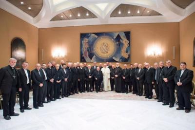 Papa expulsa a obispos de La Serena y de Iquique por abusos sexuales a menores