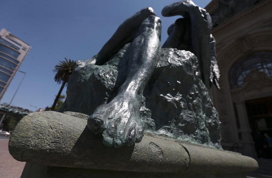 """FOTOS   Restauración de escultura de Rebeca Matte en Parque Forestal duró un día"""
