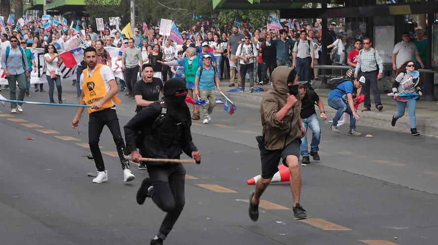 """Piñera condena """"cobardes agresiones"""""""