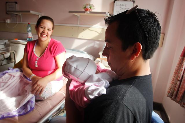Solo el 0,2% del permiso postnatal se ha traspasado a los hombres en siete años