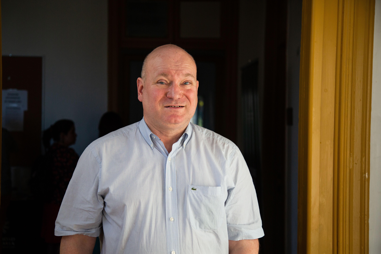 """Hans Ingvar Roth, experto en educación y DDHH: """"Los estudiantes se ven a sí mismos como clientes de una educación de mercado"""""""