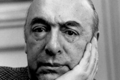 """""""Admitióen sus autobiografías haber violado"""": The Guardian perfila a Neruda tras polémica por nombre del aeropuerto"""