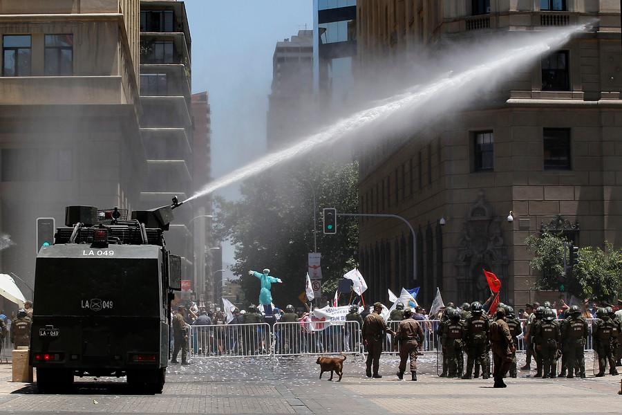 Marcha de la Anef terminó con incidentes frente a La Moneda
