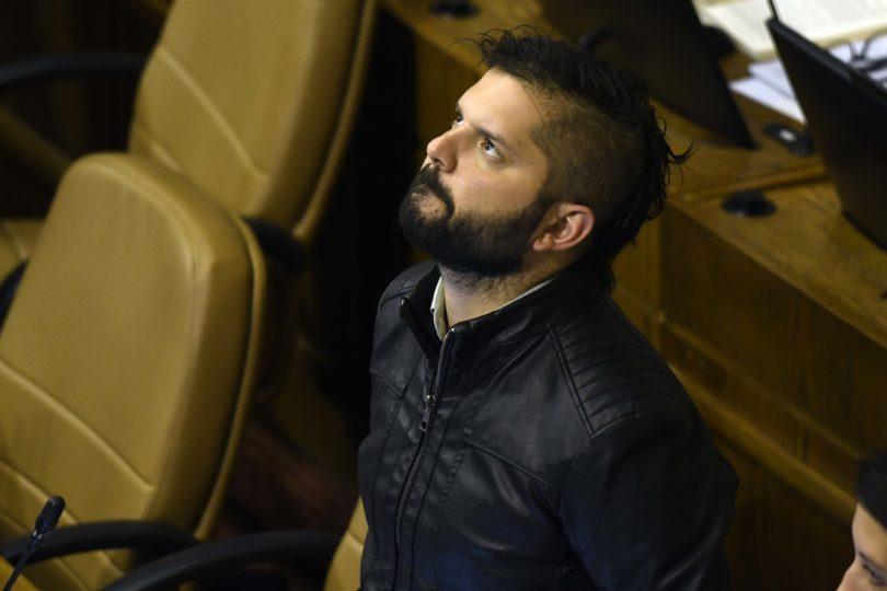 """Boric mandó a los chilenos a """"cuestionarnos nuestra solidaridad"""" por salida de inmigrantes y le contestaron de todo"""