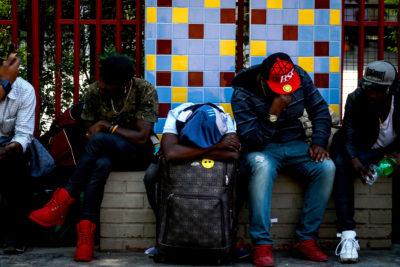 """El difícil regreso de haitianos a su país: """"Ya no somos bienvenidos en Chile"""""""