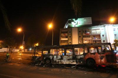 Queman bus del Transantiago frente a la USACh