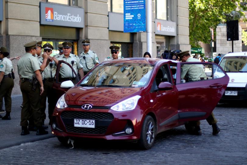"""Conductor ebrio atraviesa a alta velocidad la Plaza de la Ciudadanía y se baja gritando: """"¡Quiero ver a mi Presidente!"""""""