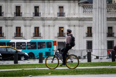 VIDEO |Carabineros tuvo que salir a dar explicaciones por esposar a ciclista
