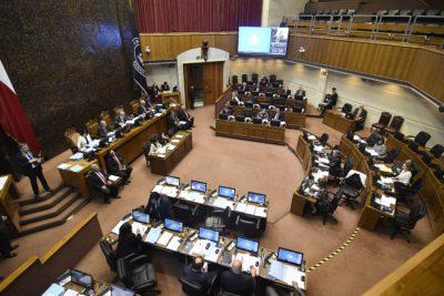 Senado gasta $28 millones mensuales en choferes para 25 parlamentarios: RN y DC encabezan la lista